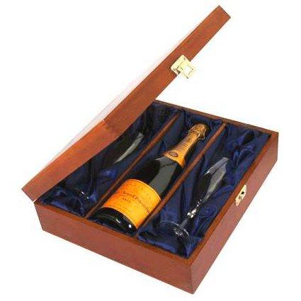 Veuve-Clicquot-brut-und-Luxus-Geschenk-mit-Flten-gesetzt