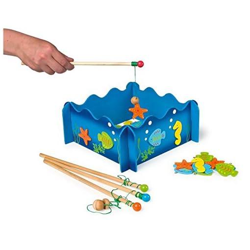 Angelspiel-Seewelten-aus-Holz-24-tlg-Geschicklichkeits-Geduldspiel-zusammensteckbares-Angelbecken-vier-Angeln-mit-Kdern-mit-3D-Applikationen-Magnetspiel-ab-3-Jahre