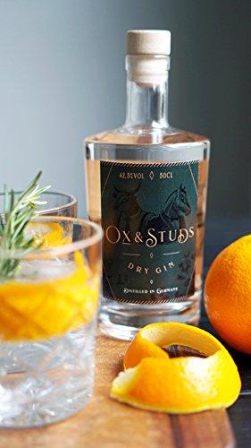 Ox-Studs-Dry-Gin-Handcrafted-small-Batch-Premium-Gin-aus-dem-Schwarzwald-Traditionell-mit-klassischem-Wacholderaroma-frischen-Zitrusfrchten-Perfekt-als-Gin-Tonic-fr-den-Genieer-Ideal-auch-als-Geschenk