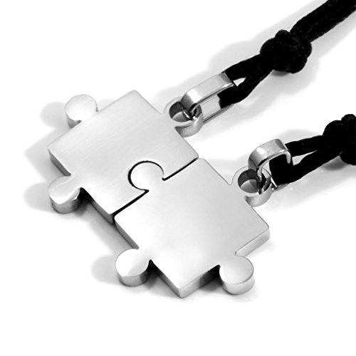 MENDINO Edelstahlanhänger für eine Paar-Halskette / Partnerkette, Design: passende Puzzlestücke, silberfarben, 2-teiliges Set