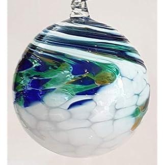Oberstdorfer-Glashtte-Kugel-zum-hngen-Bunte-Glaskugel-Ornament-blau-grn-wei-gedreht-mundgeblasenes-Kristallglas-Fensterdekoration-Durchmesser-ca9-cm