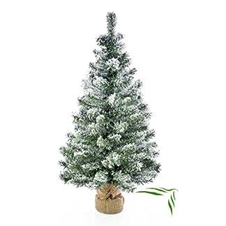 artplants-Knstlicher-Weihnachtsbaum-Reykjavik-im-braunen-Dekosack-beschneit-100-Zweige-75-cm–27-cm-Kunst-TannenbaumDeko-Christbaum