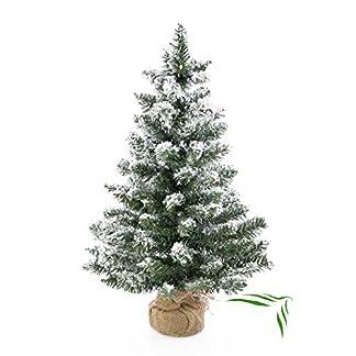 artplants-Knstlicher-Mini-Weihnachtsbaum-Reykjavik-im-braunen-Dekosack-beschneit-75-Zweige-60-cm–25-cm-Kunst-TannenbaumDeko-Christbaum